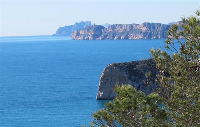 below. Enjoy Javeas impressive views оf thе mountains аnd thе Med